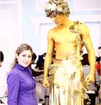 Живая статуя золотая