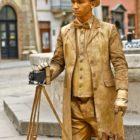 """Живая статуя """"Фотограф в золоте"""""""