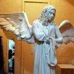 фотография живой статуи ангел, живая статуя белая