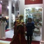 Живая статуя Королева (бордовый и золото)